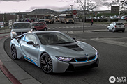 Amazing: mom picks you up at school in her BMW i8