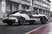 Filmpje Audi RS7 knalt zonder bestuurder over Hockenheim