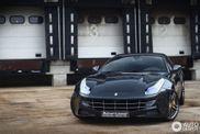 Spot van de dag: sinister zwarte Ferrari FF