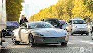 Aston Martin DB10 is geen spookverschijning op de Champs-Élysées