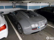 Muisgrijze Bugatti Veyron is hippe auto