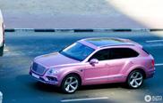 De eerste roze Bentley Bentayga is een feit