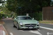 Mercedes-Benz SLS AMG in kleur van 300 SL blijft geweldig