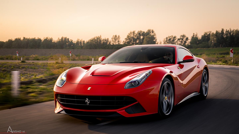 Unglaubliches Fotoshooting Ferrari F12berlinetta