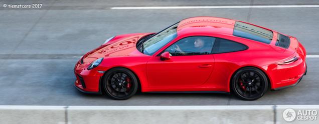 Porsche 991 GT3 MkII met Touring Pack strekt zijn benen op de Autobahn