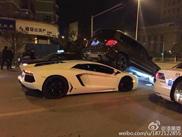 Knap werk, Lamborghini lift een Mercedes-Benz GLK