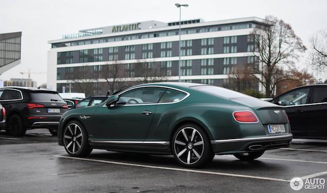Gespot: Een Bentley met een waanzinnig kleurtje!