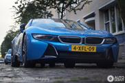 Spot van de dag: BMW i8 onder de regenboog