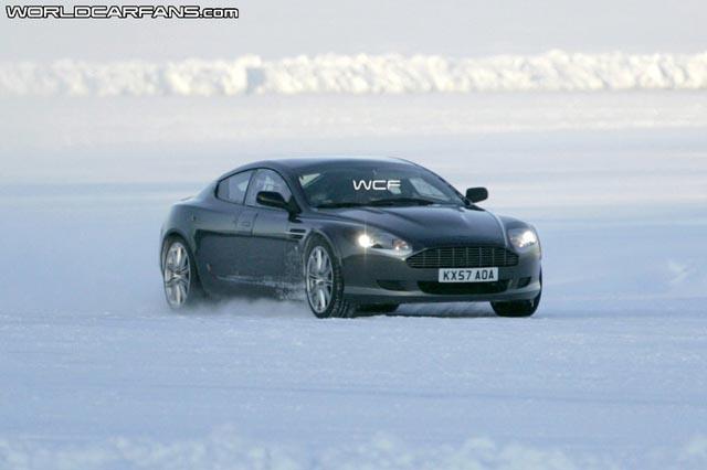 Aston Martin Rapide danst op het ijs!