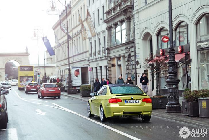 BMW M3 Coupé in de kleur Phoenix Yellow gespot!