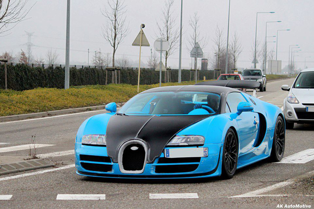 new bugatti veyron 16 4 supersport is blue. Black Bedroom Furniture Sets. Home Design Ideas