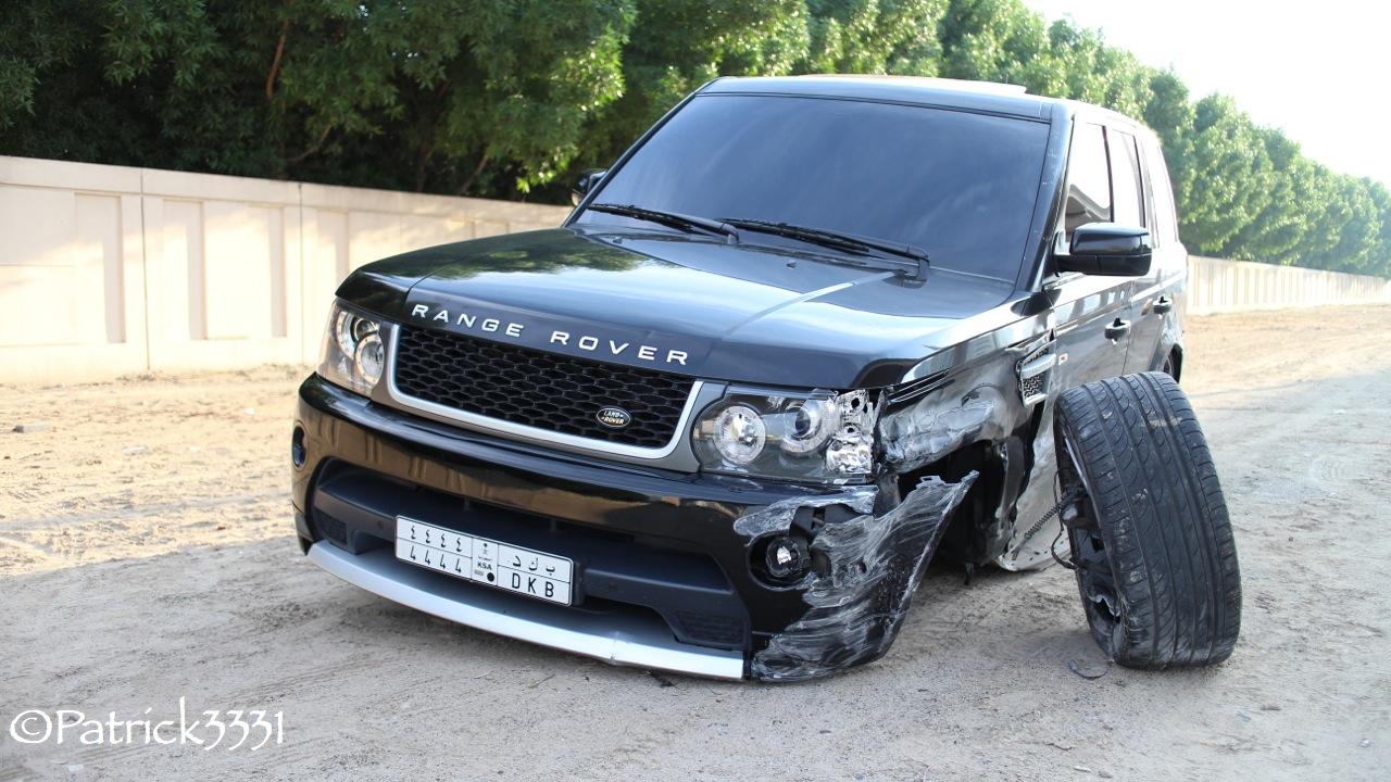 Damaged Range Rover abandoned in Dubai