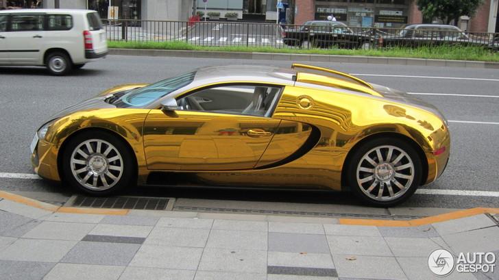 Gouden wrap siert Bugatti Veyron 16.4 in Tokyo