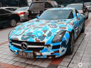 А вы бы покрасили так свой SLS AMG?
