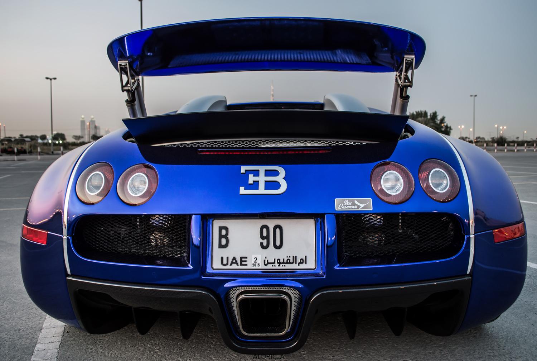 photoshoot bugatti veyron 16 4 in dubai. Black Bedroom Furniture Sets. Home Design Ideas