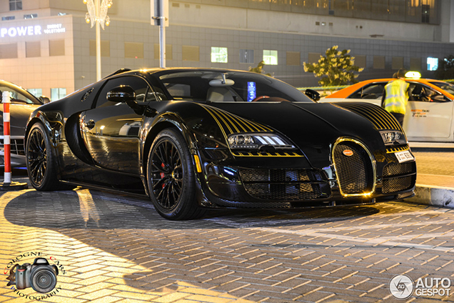 elegant bugatti veyron black bess is spotted in dubai. Black Bedroom Furniture Sets. Home Design Ideas