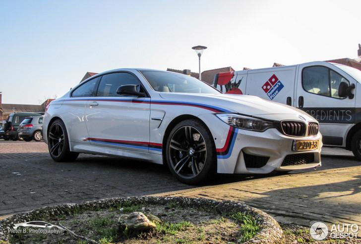 BMW M4 F82 Coupé vakkundig geparkeerd