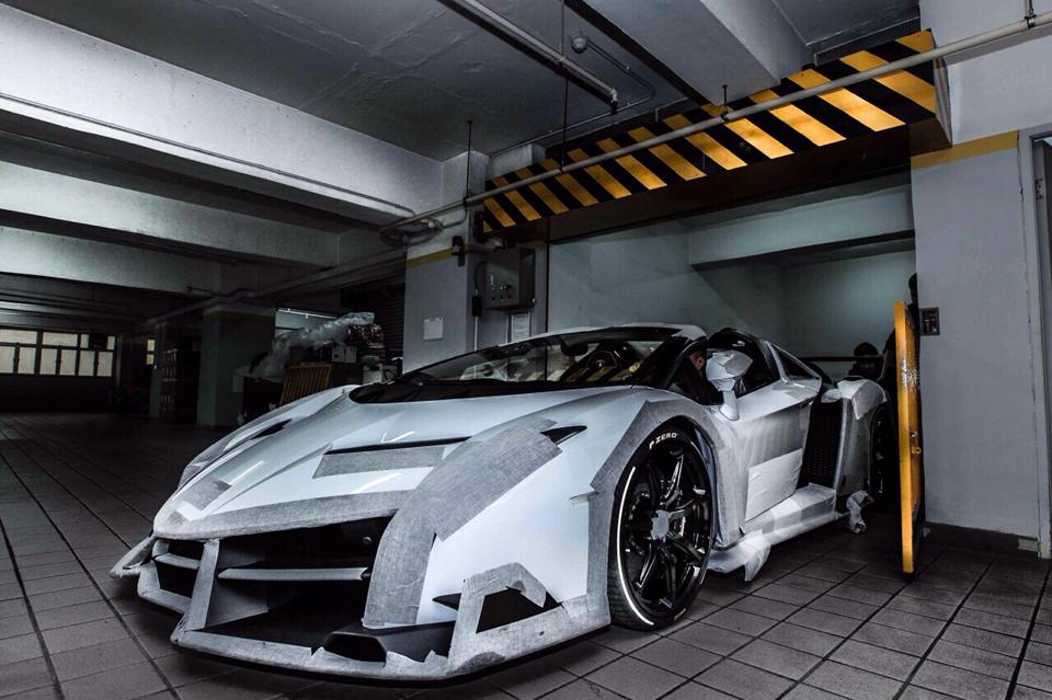 lamborghini veneno black and orange. witte lamborghini veneno roadster arriveert in hong kong black and orange