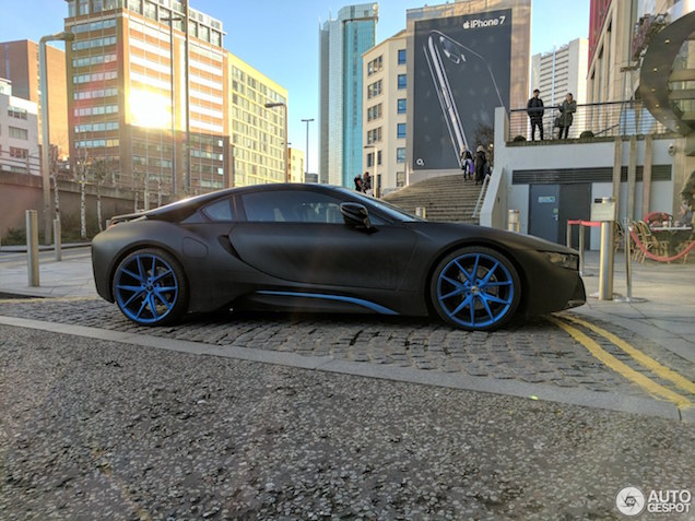 Gespot: BMW i8 met passende velgen