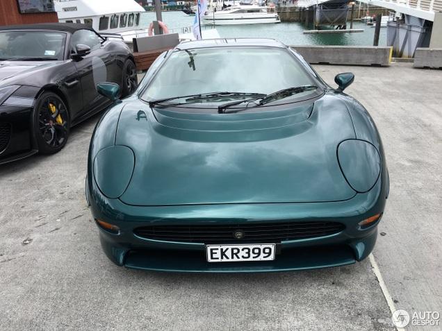 Jaguar XJ220 verplettert de Project 7