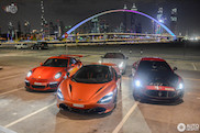 Supercar ensemble verzamelt in Dubai