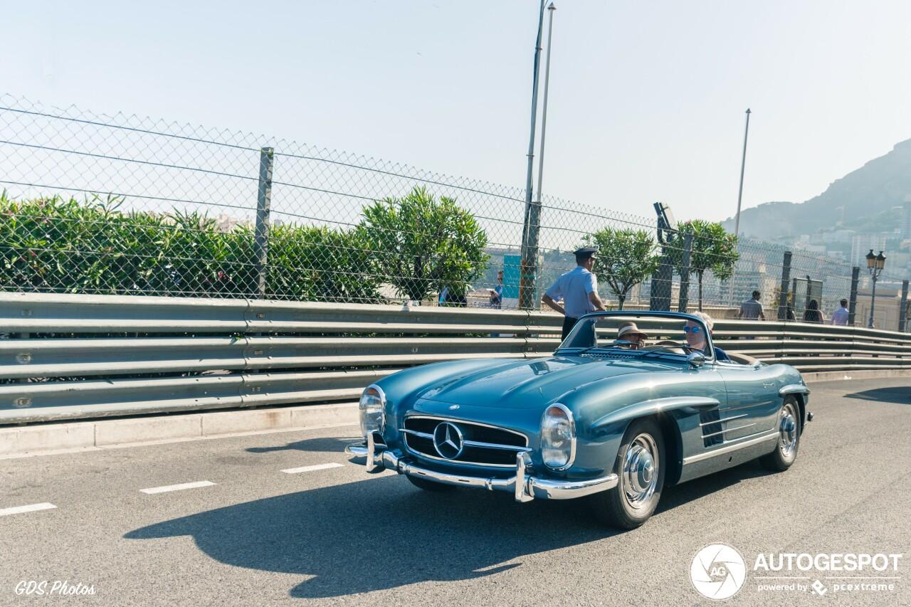 Met je Mercedes-Benz 300SL Roadster het Formule 1 circuit rijden