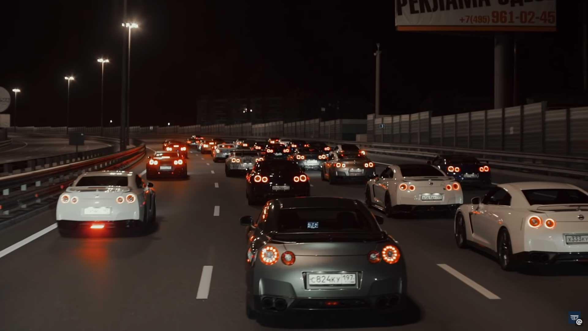40 Nissan GT-R's nemen Moskou over