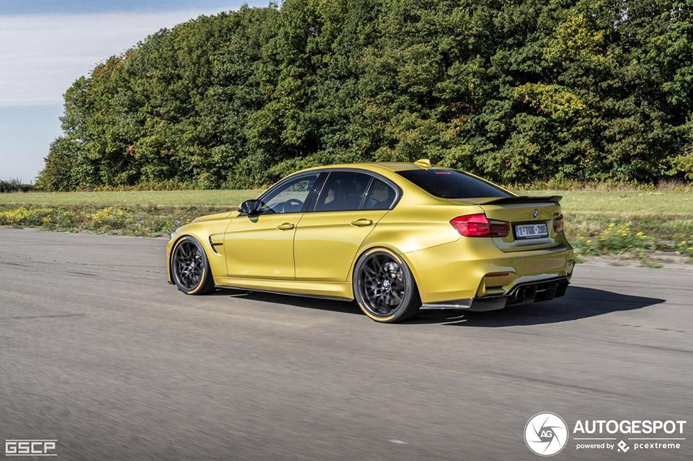 BMW M3 was klaar met zijn achterbanden