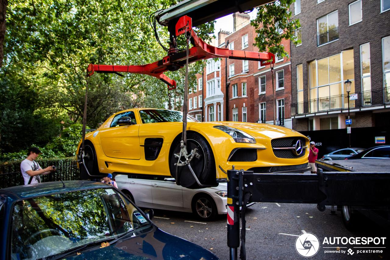 Mercedes-Benz SLS Black Series kiest het luchtruim