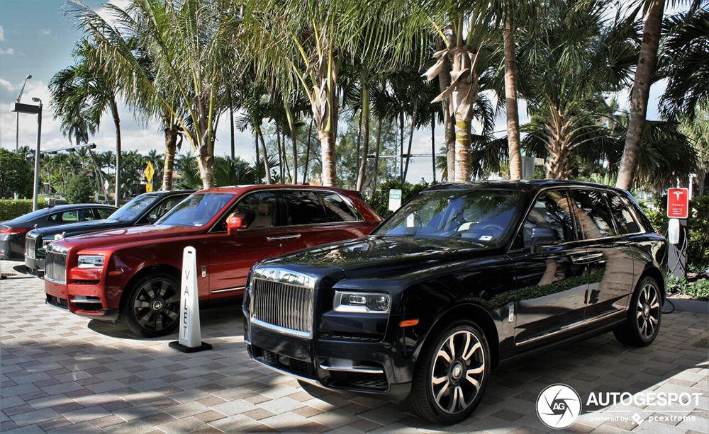 Trio van Rolls-Royces Cullinan gespot