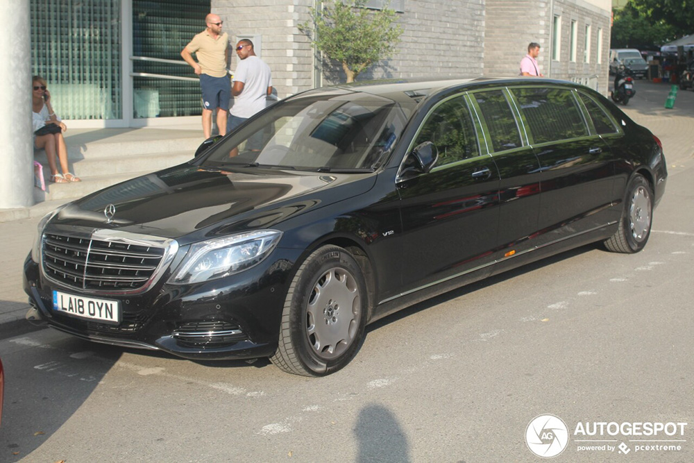 Mercedes-Maybach S600 Pullman is lang