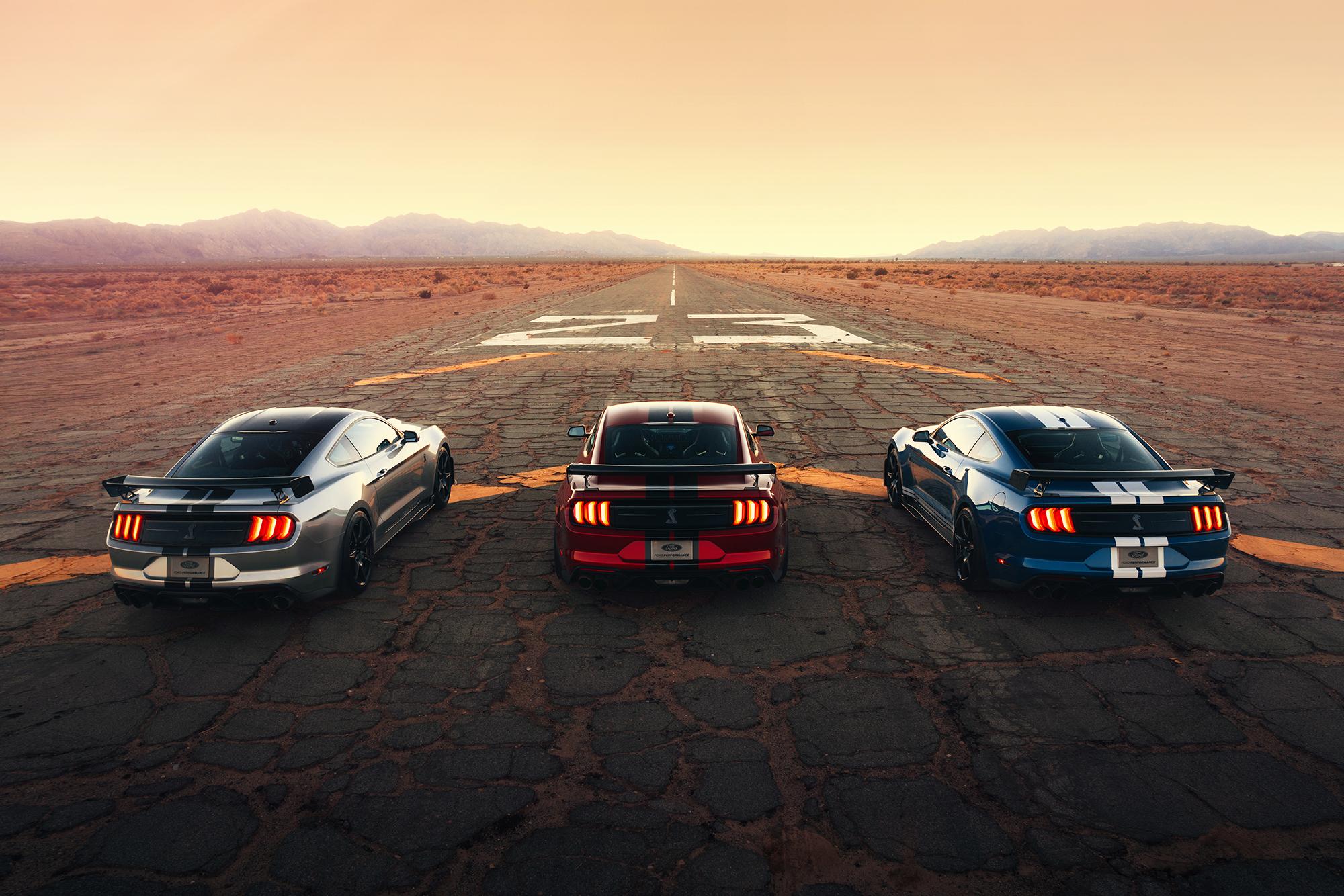 Wie doet het? 7.3 liter V8 in Ford Mustang lepelen