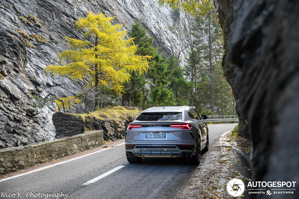 Photo Shoot: The Urus in the San Bernardino Pass