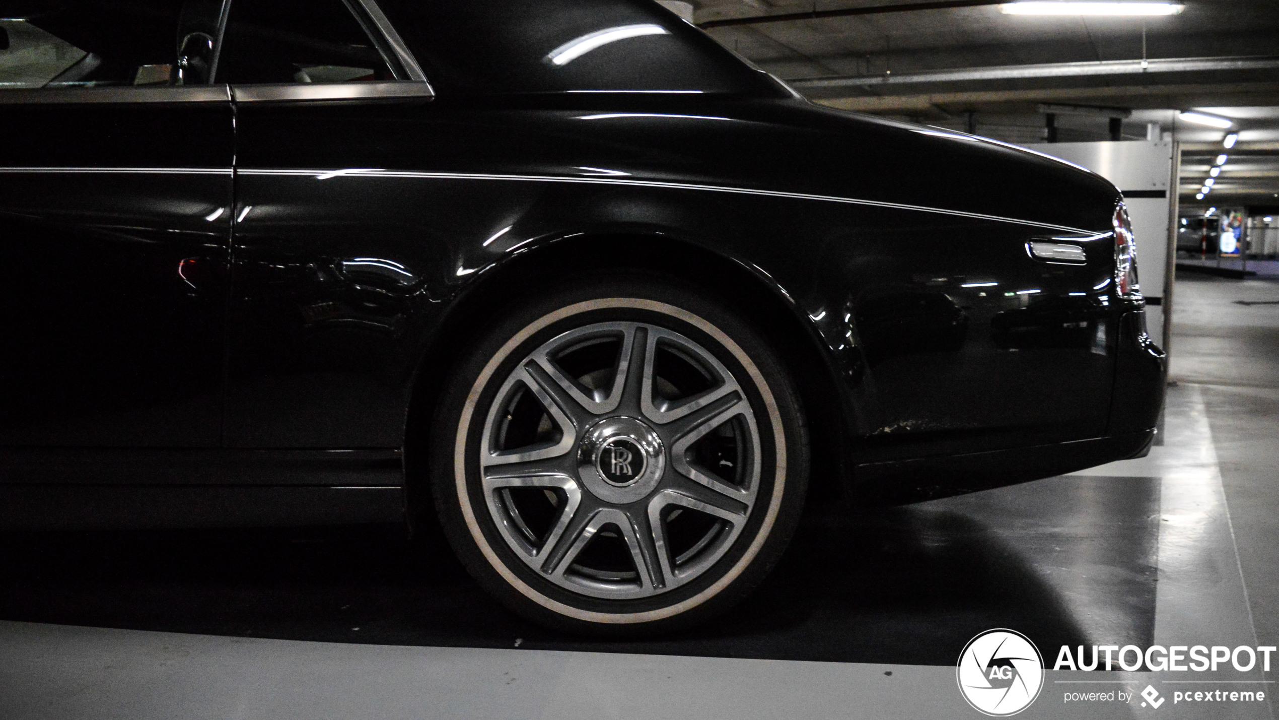 Tesla Model X verbleekt naast zeldzame Rolls Royce