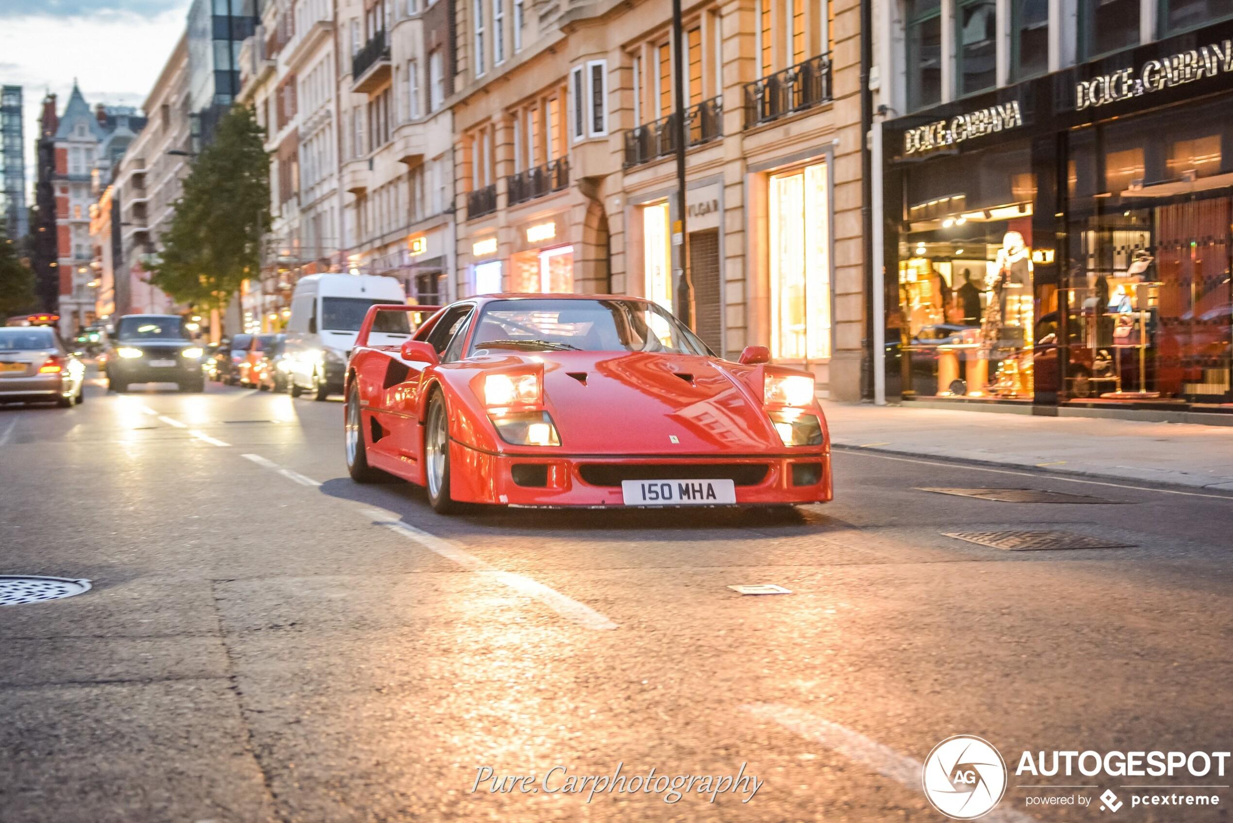 Ferrari F40 maakt Sloane Street onveilig