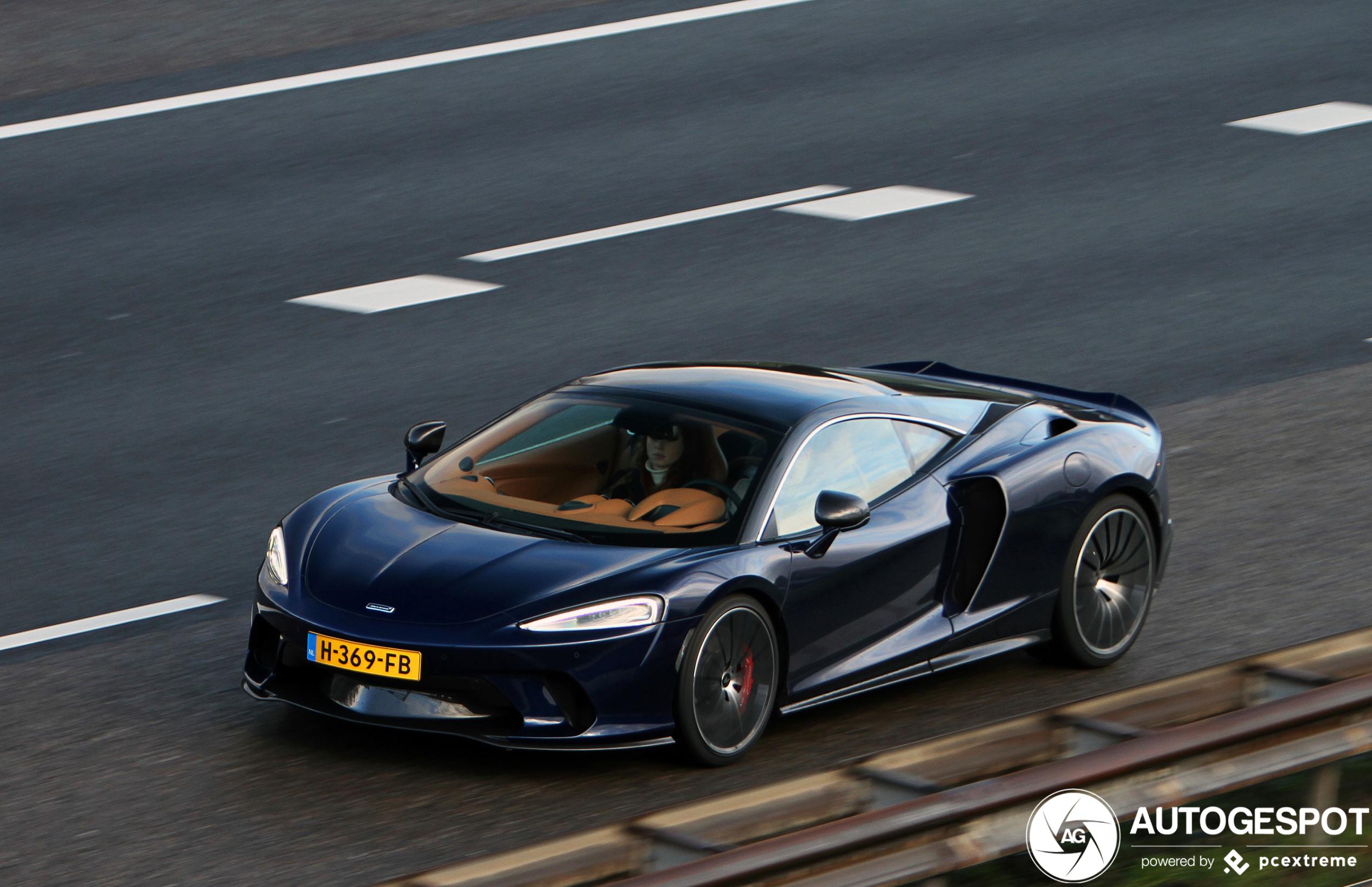 Spot van de dag: McLaren GT verovert de linkerbaan