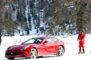 Lapo Elkann jeździ na nartach z Ferrari FF i Ferrari 458