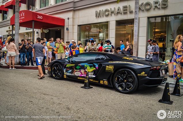 Opvallende Lamborghini #Batventador Trekt De Aandacht In Beverly Hills