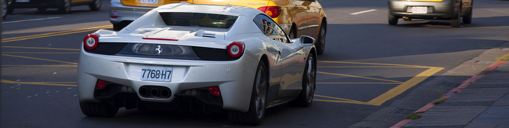 Un bonito Ferrari 458 Spider se estrella contra un Nissan GT-R