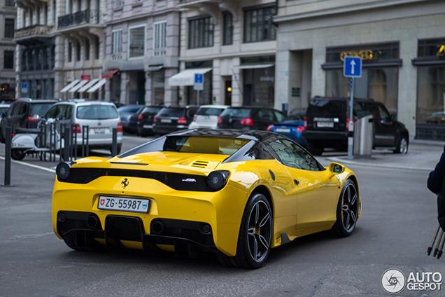 Knalgele Ferrari 458 Speciale A oogt tot in de puntjes perfect