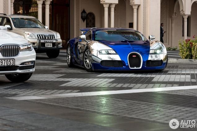Zelfs voor Dubai belachelijk: drie Veyrons op een rij gespot