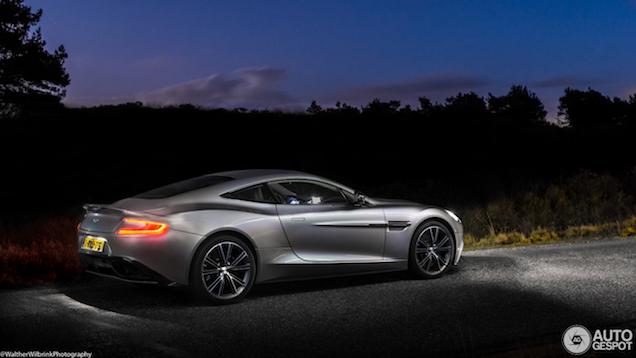 Aston Martin Vanquish subliem vastgelegd in de schemering!
