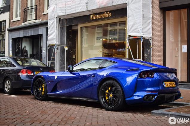 Alle kleuren van de regenboog: Ferrari 812 Superfast