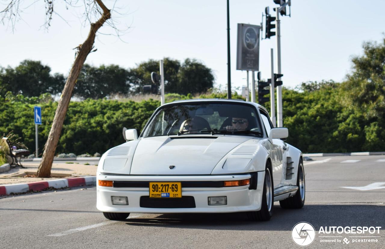 Opmerkelijke Porsche 930 Turbo Flatnose duikt op in Israël.