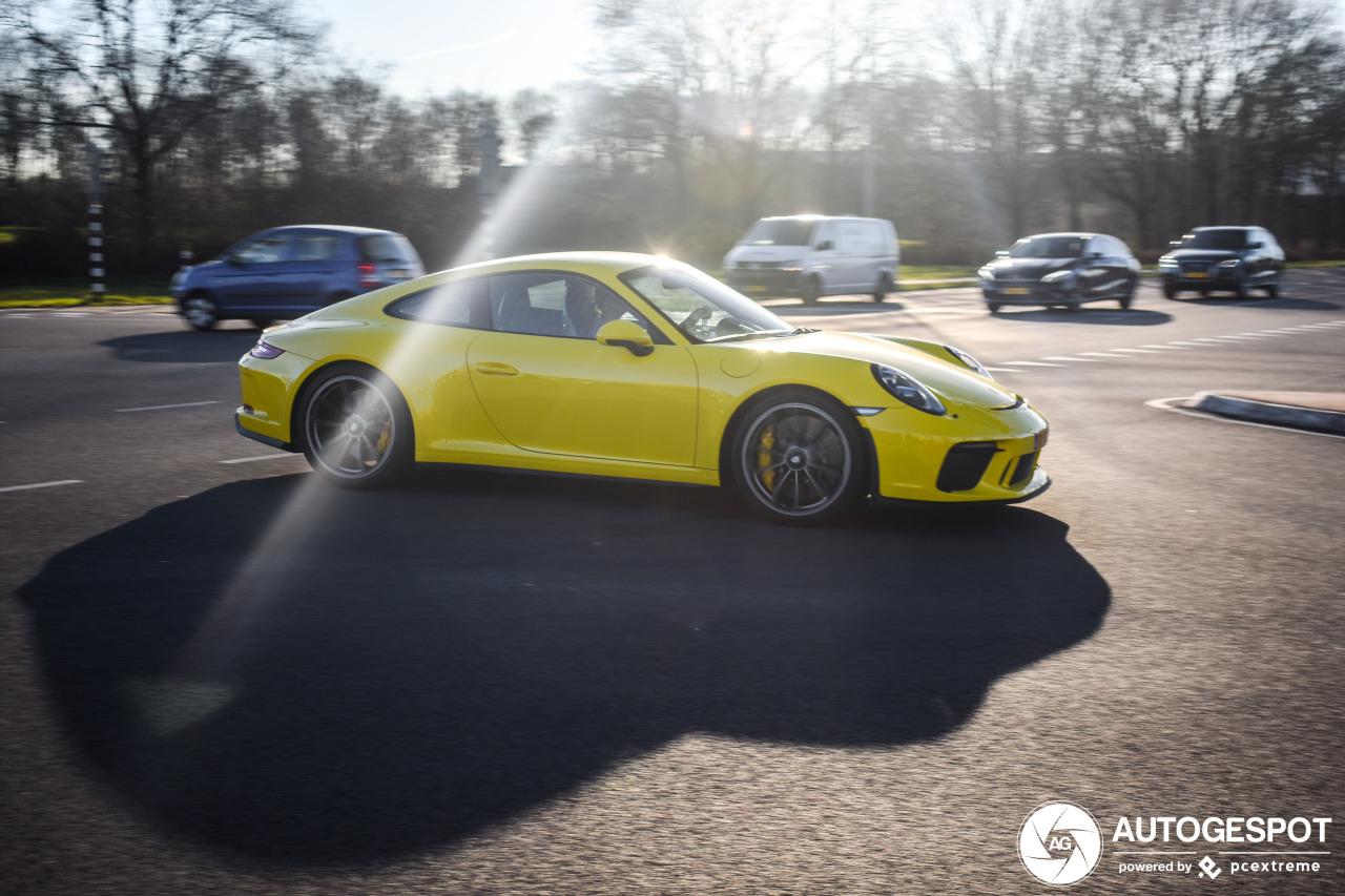 Gespot: Vrolijke Porsche 991 GT3 MKII Touring