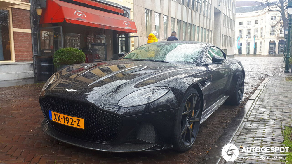 Aston Martin DBS Superleggera gespot in triest weer