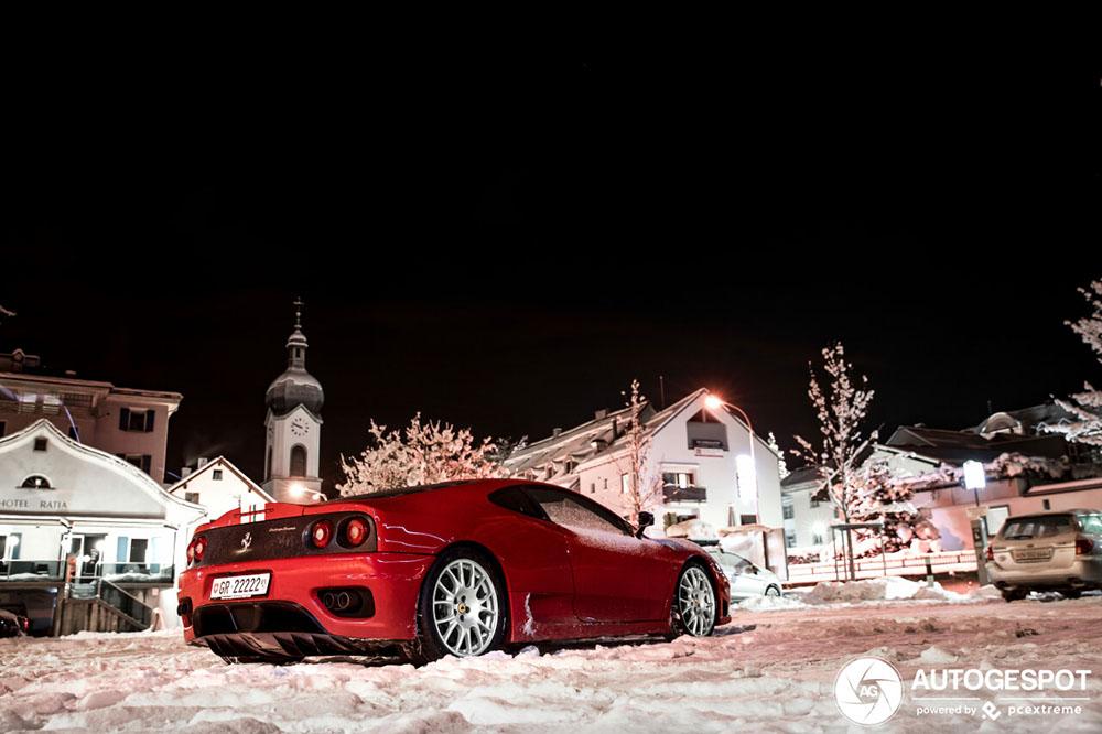 Koning van de winter gespot: Ferrari Challenge Stradale