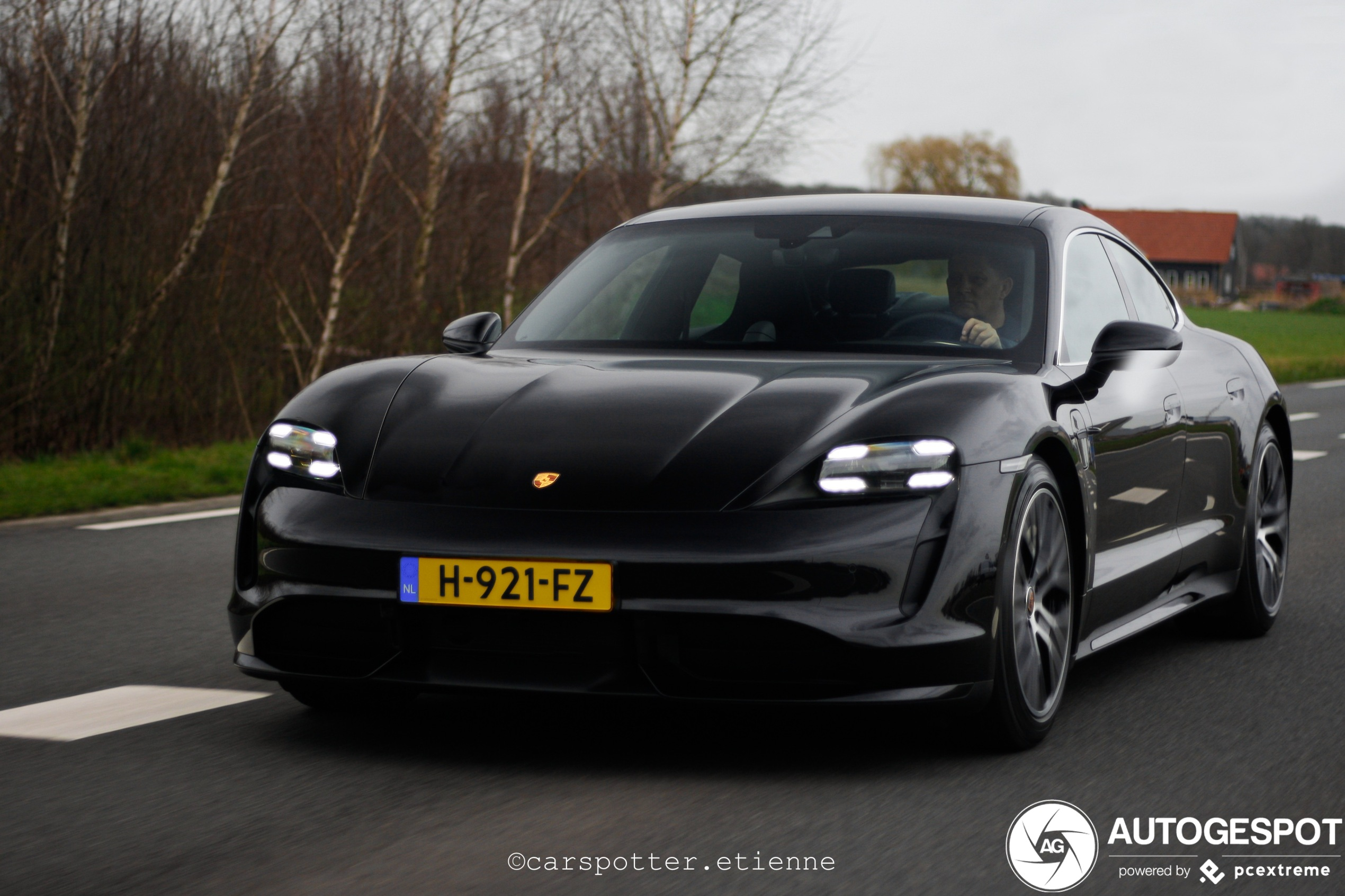 Spot van de dag: Porsche Taycan Turbo