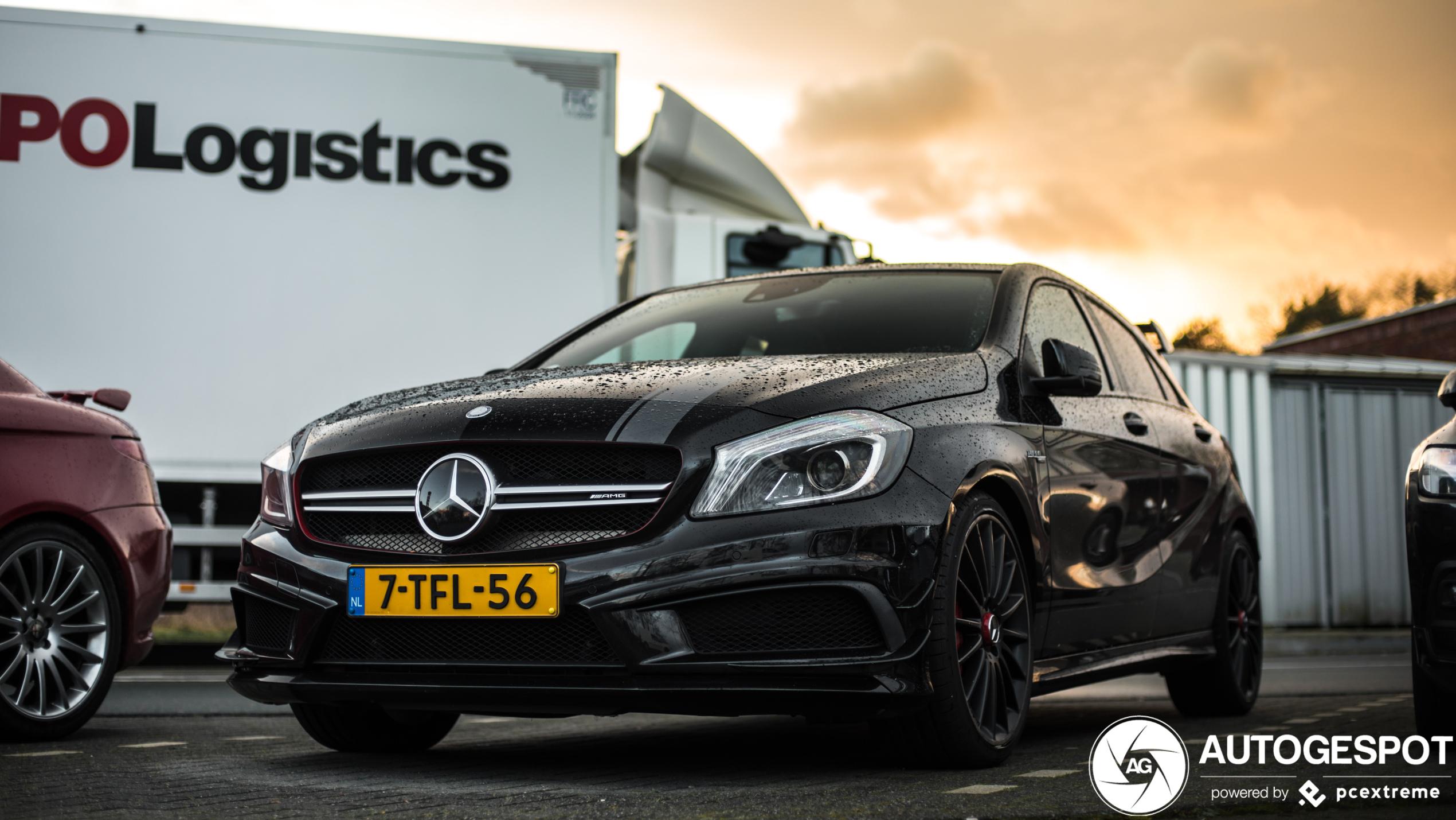Mercedes-Benz A 45 AMG profiteert van de avondzon