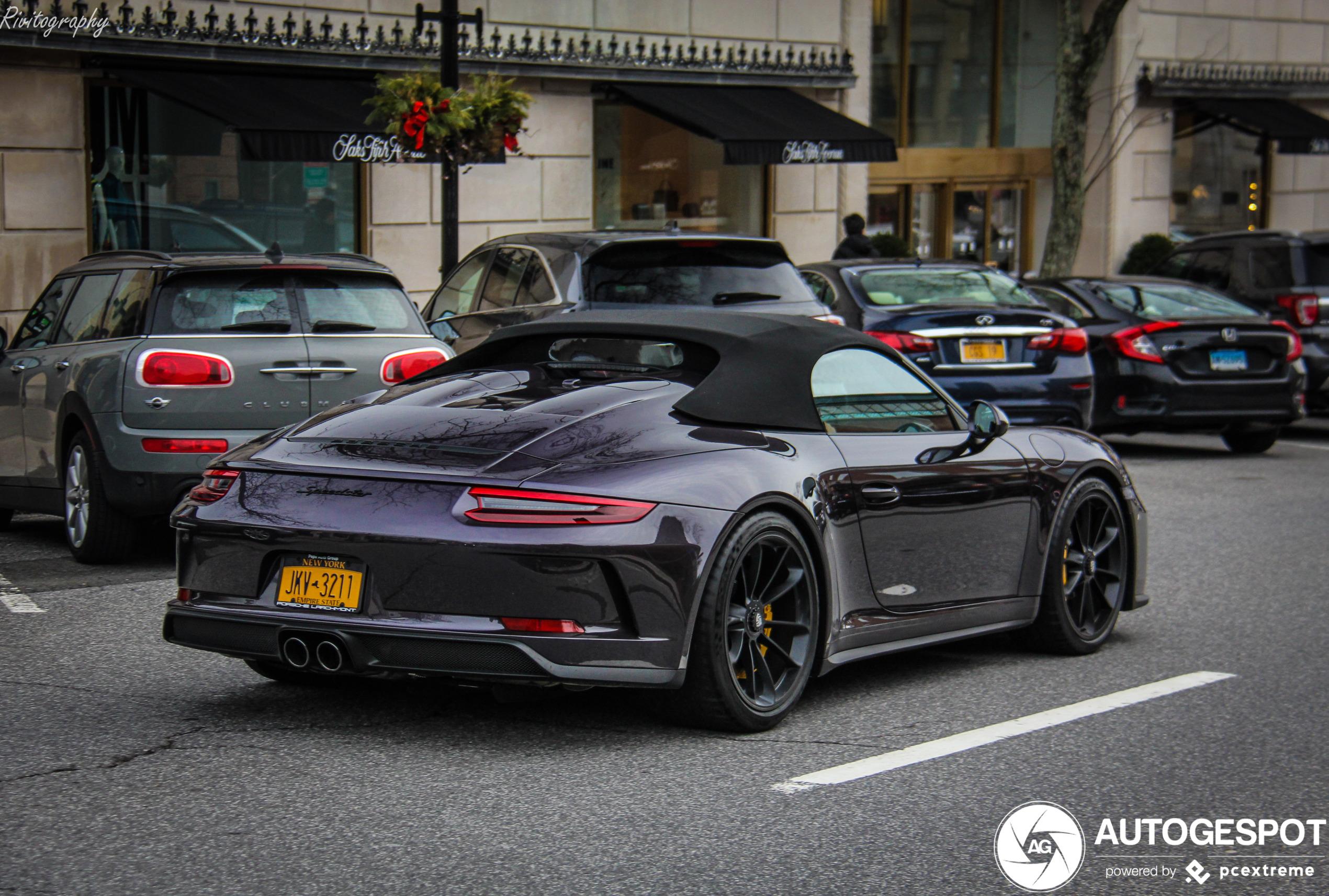 Fleur je dag op met een paarse Porsche 991 Speedster